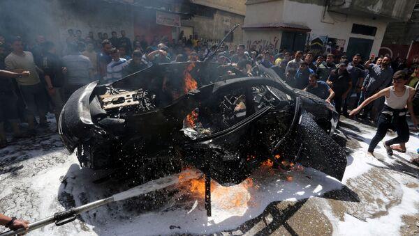 El coche de un miembro de Hamás que fue bombardeado por la aviación israelí - Sputnik Mundo