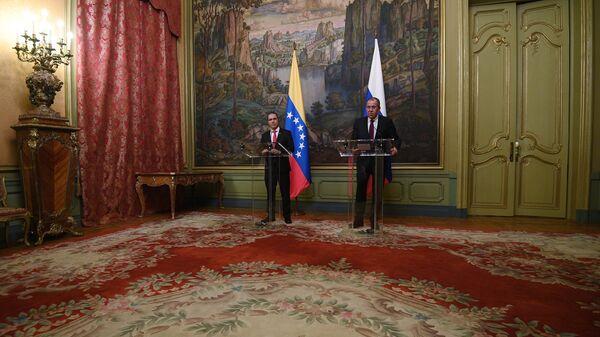 Jorge Arreaza, canciller venezolano, durante la reunión con su homólogo ruso, Serguéi Lavrov - Sputnik Mundo