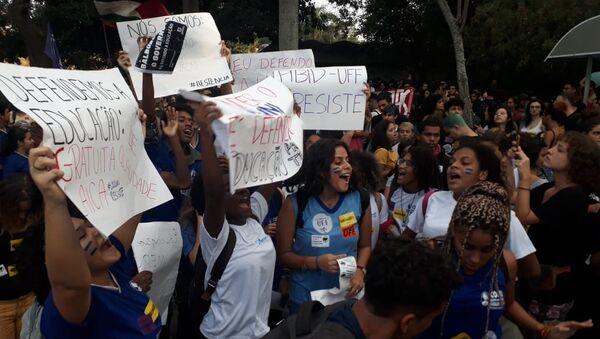 Protestas contra recortes a las universidades en Brasil - Sputnik Mundo