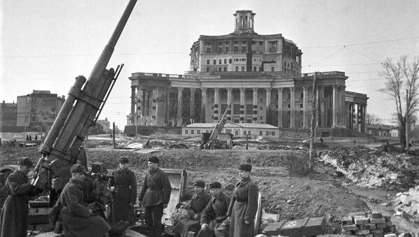 Moscú hoy y durante la Gran Guerra Patria, vista por fotógrafos de Sputnik   - Sputnik Mundo