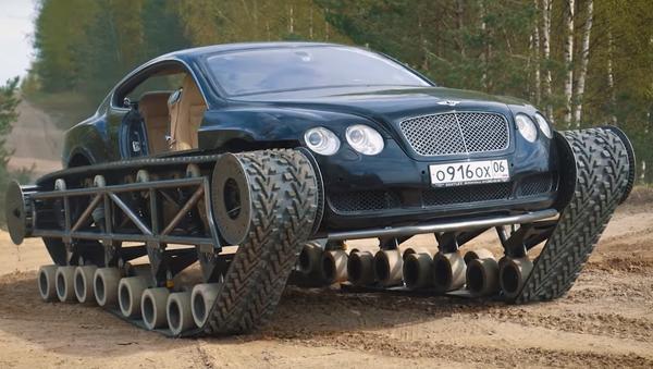Así convierten un Bentley deportivo en un monstruo de tanque - Sputnik Mundo