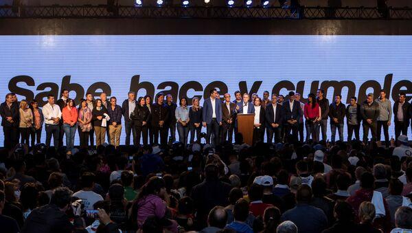 Los festejos del gobernador de Córdoba, Juan Schiaretti, tras su victoria en los comicios provinciales - Sputnik Mundo