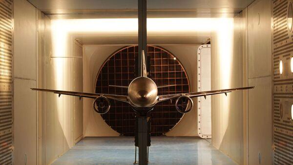 El UAC MS-21 es un proyecto de avión de pasajeros bimotor de corto y medio alcance. En el túnel aerodinámico transónico se pone a prueba. - Sputnik Mundo