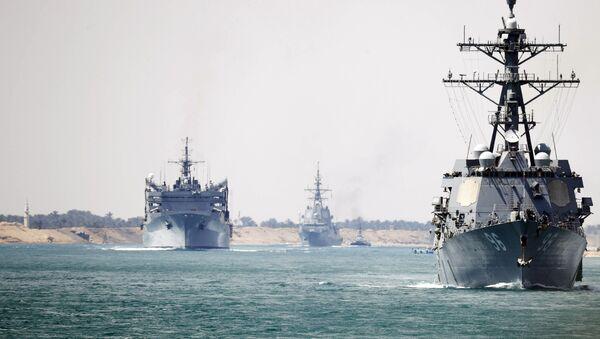 El grupo de combate del USS Abraham Lincoln atraviesa el canal de Suez - Sputnik Mundo