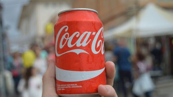 Una lata de Coca-Cola - Sputnik Mundo
