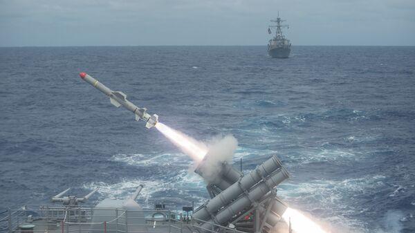 Lanzamiento de un misil antibuque, imagen referencial - Sputnik Mundo