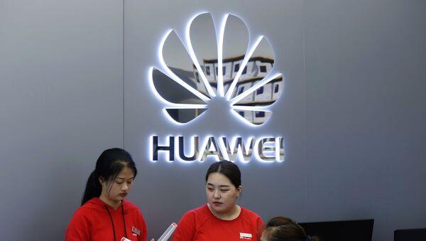 Las dependientas de una tienda de Huawei - Sputnik Mundo