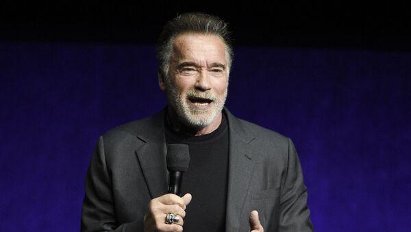 Arnold Schwarzenegger, actor y político - Sputnik Mundo