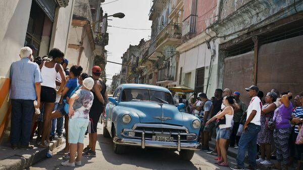 Un automóvil 'almendrón' en Cuba - Sputnik Mundo