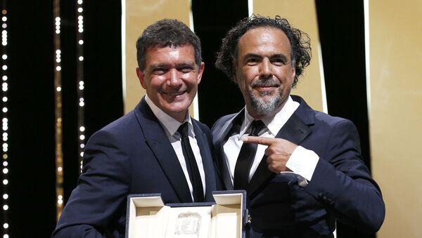 Antonio Banderas y Alejandro González Iñárritu durante el 72 Festival de Cine de Cannes, Francia, 25 de mayo de 2019 - Sputnik Mundo