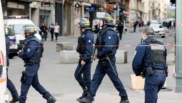 La policía en Lyon, Francia  - Sputnik Mundo