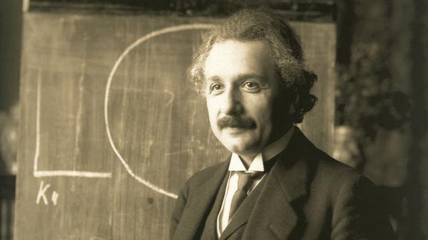 Albert Einstein durante una conferencia en Viena en 1921 - Sputnik Mundo