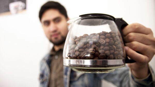 Ciudad de México: Vendedor muestra su café tostado - Sputnik Mundo