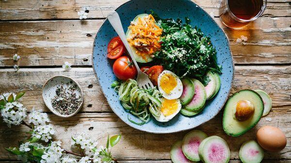 Un plato de comida saludable - Sputnik Mundo