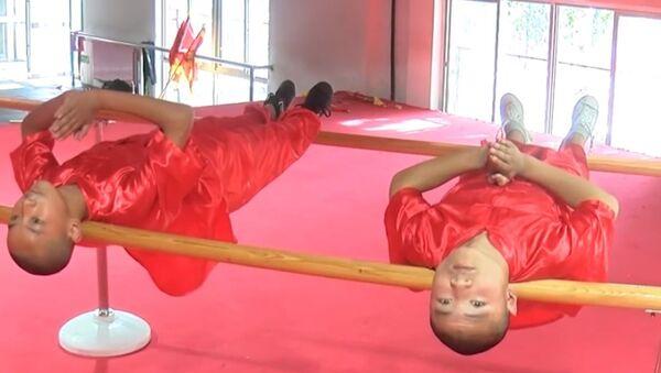 La impresionante técnica china de la 'espalda de hierro' - Sputnik Mundo