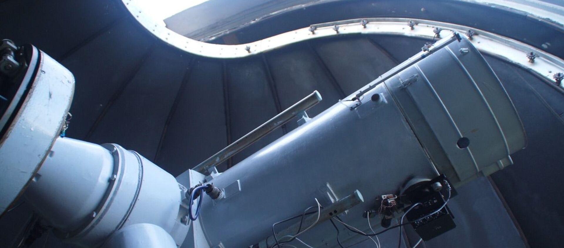 Telescopio de 1,2 metros en el Observatorio Astronómico Kourovo de la Universidad Federal de los Urales - Sputnik Mundo, 1920, 05.06.2019