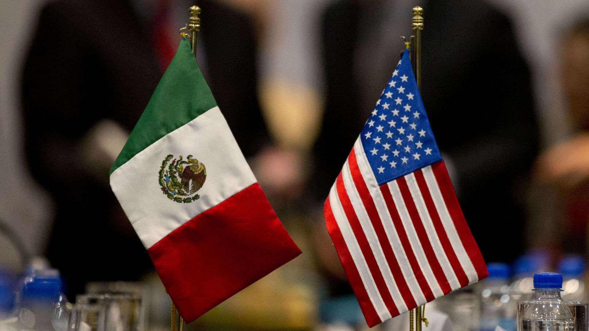 Banderas de México y EEUU - Sputnik Mundo, 1920, 02.09.2021