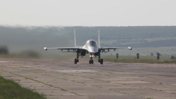 Espectaculares maniobras aéreas del Distrito Militar Oeste de Rusia - Sputnik Mundo