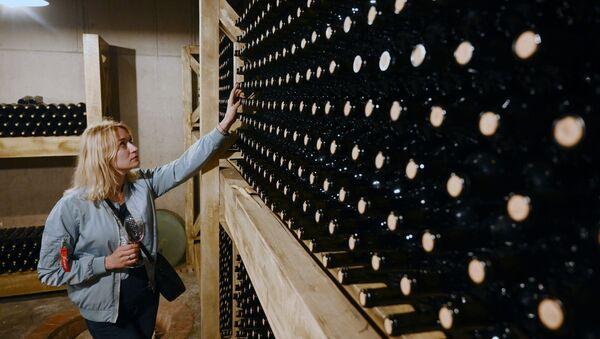 Botellas con vino georgiano - Sputnik Mundo