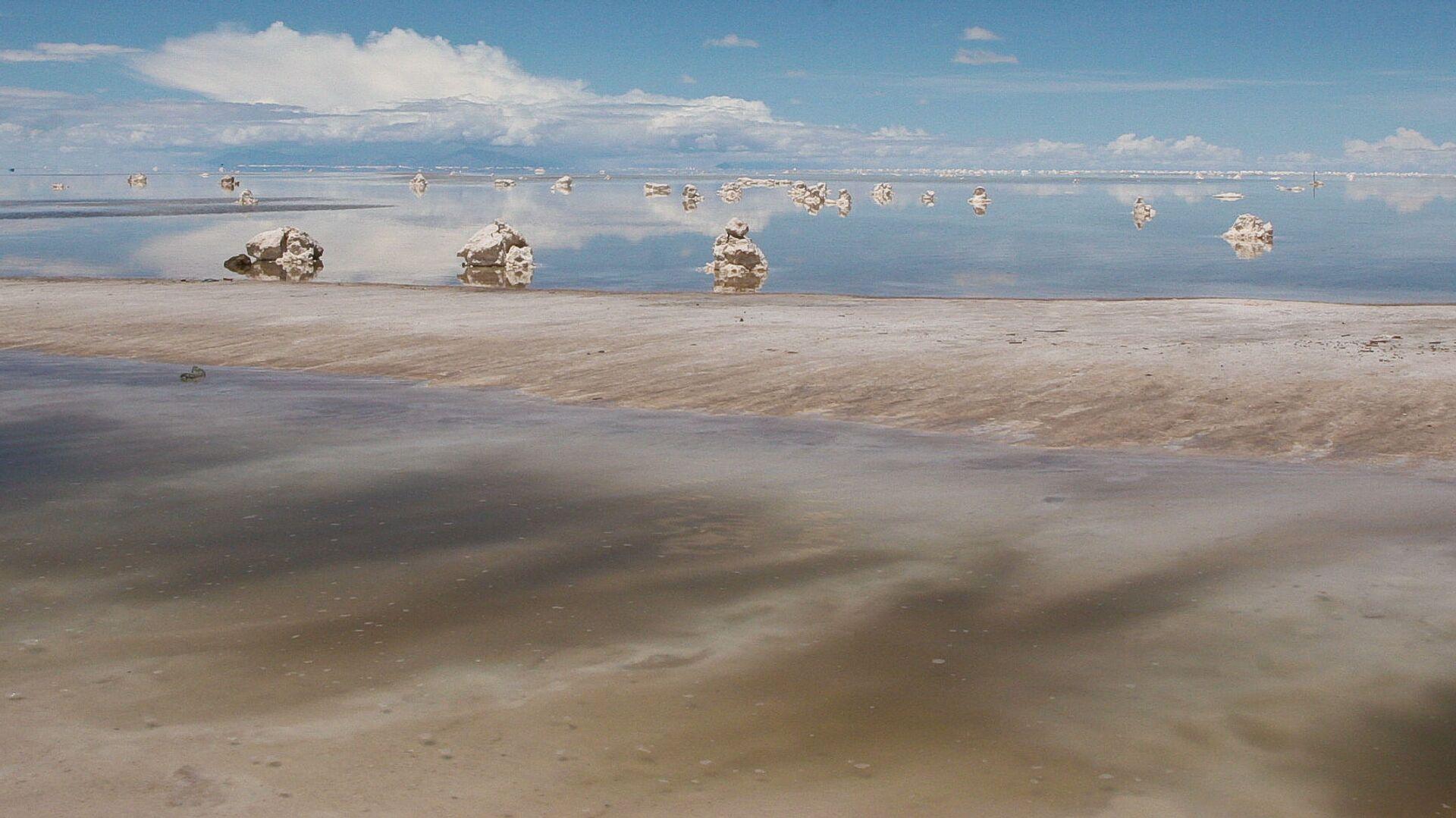 El salar de Uyuni en Bolivia, gran reserva de litio - Sputnik Mundo, 1920, 23.08.2021