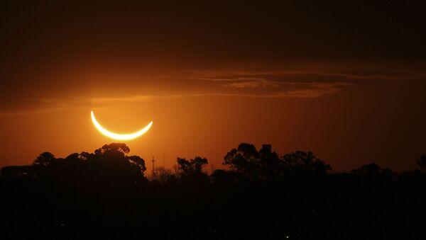 Солнечное затмение в Аргентине  - Sputnik Mundo