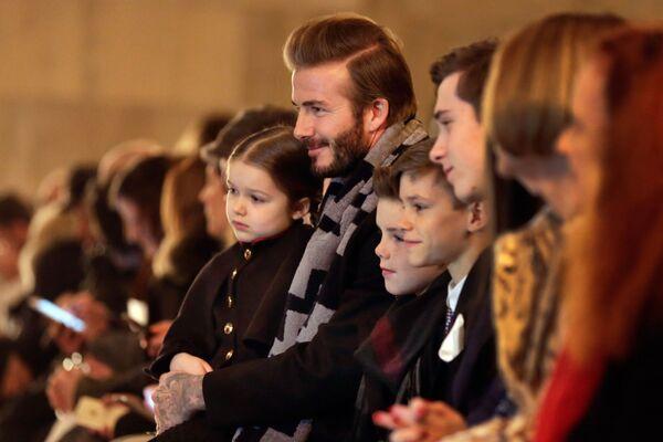 David y Victoria Beckham celebran 20 años de casados - Sputnik Mundo