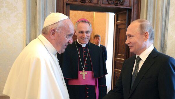 El papa Francisco y el presidente ruso, Vladímir Putin - Sputnik Mundo