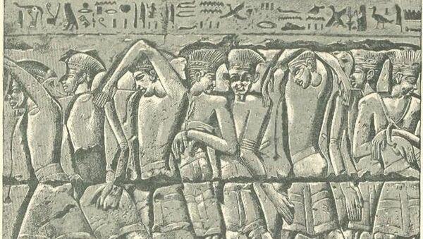 Procesión de filisteos capturados, bajorrelieve del templo de Medinet Habu - Sputnik Mundo