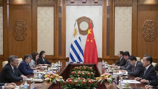 Negociaciones entre China y Uruguay - Sputnik Mundo