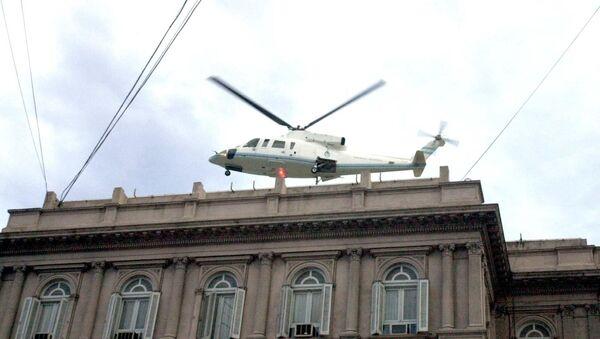 Fernando De la Rúa deja la Casa Rosada en un helicóptero - Sputnik Mundo