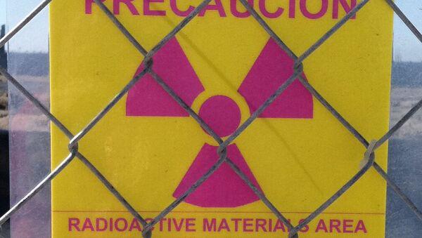 Señal de área de materiales radiactivos (imagen referencial) - Sputnik Mundo