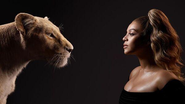 Beyoncé y Nala, personaje de la película 'El Rey León' - Sputnik Mundo