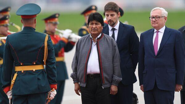El presidente de Bolivia, Evo Morales (centro), llega a Moscú - Sputnik Mundo