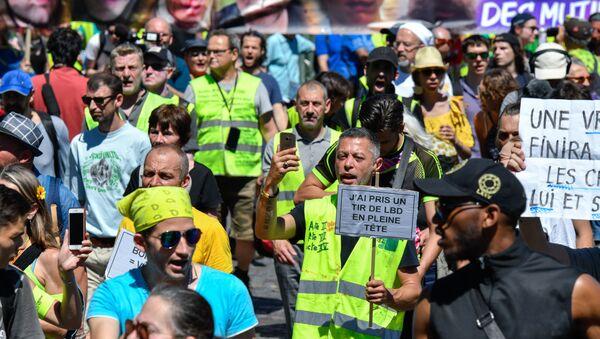Las protestas de los 'chalecos amarillos' en París, Francia - Sputnik Mundo