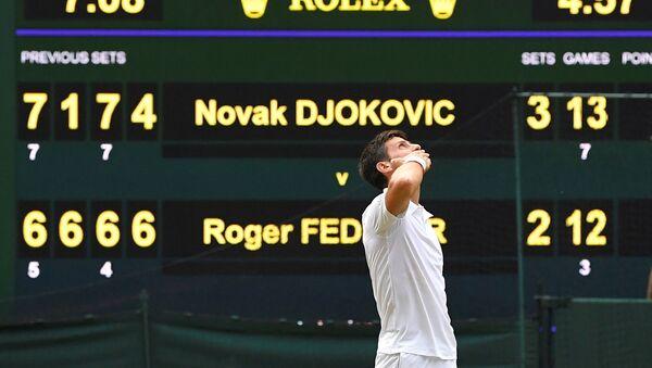 Novak Djokovic celebra su victoria en Wimbledon - Sputnik Mundo
