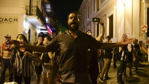Manifestantes exigen la dimisión del gobernador de Puerto Rico, Ricardo Rosselló - Sputnik Mundo