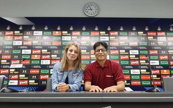 Lorenzo de Chosica con una periodista rusa - Sputnik Mundo