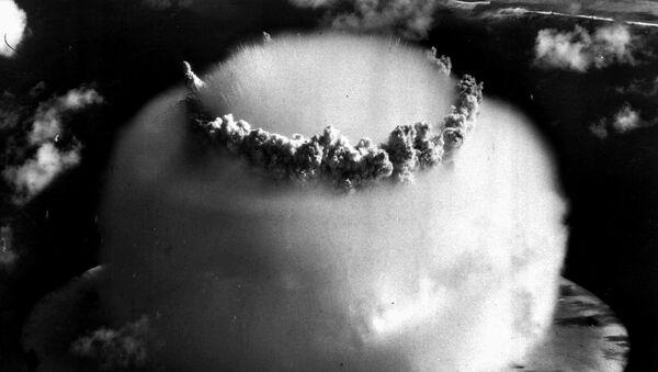 Una prueba nuclear realizada por EEUU en el atolón Bikini, en 1946 - Sputnik Mundo