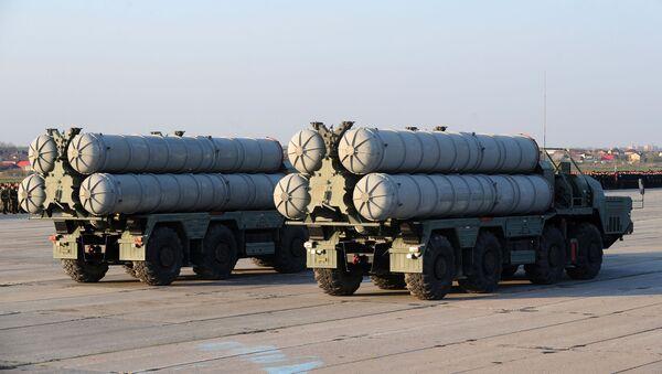 Sistemas de defensa antiaérea S-400 Triumf - Sputnik Mundo