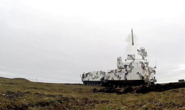 Зенитный ракетный комплекс Тор-М2ДТ во время стрельб на побережье архипелага Новая Земля - Sputnik Mundo