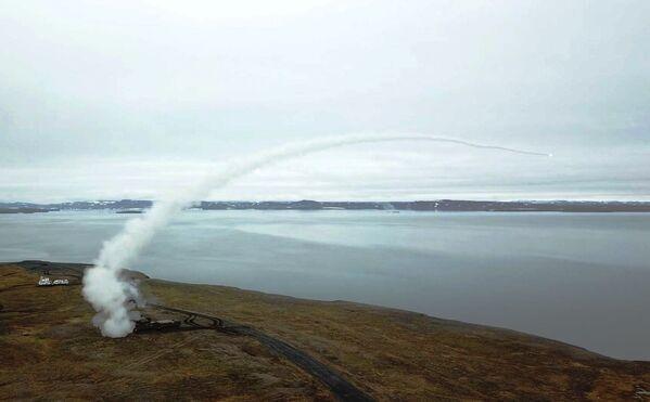 Зенитные ракетные комплексы Тор-М2ДТ во время стрельб на побережье архипелага Новая Земля - Sputnik Mundo
