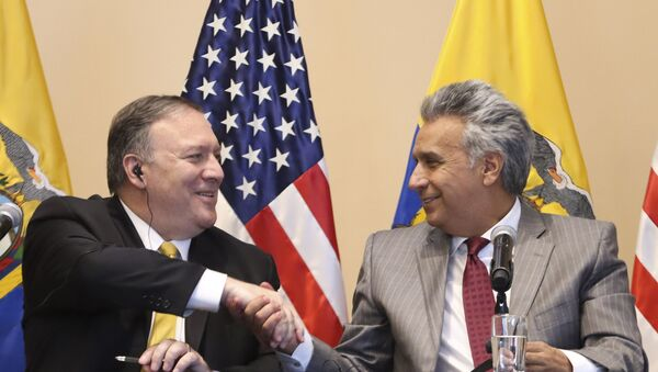 El secretario de Estado de EEUU, Mike Pompe, junto al presidente de Ecuador, Lenín Moreno - Sputnik Mundo
