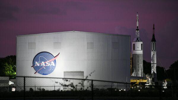 El logo de la NASA en Houston - Sputnik Mundo