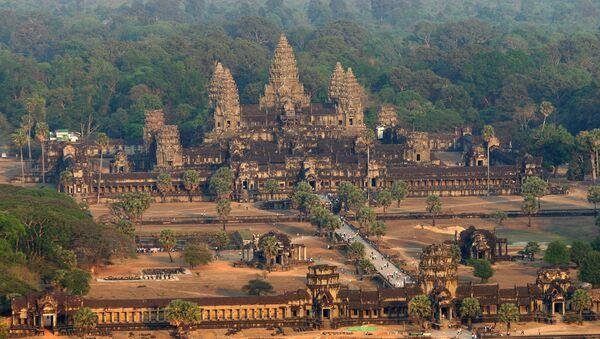 Una vista aérea del templo de Angkor Wat, en Camboya - Sputnik Mundo