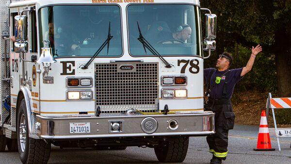 El personal de emergencia tras el tiroteo en el Festival del Ajo en Gilroy, California - Sputnik Mundo