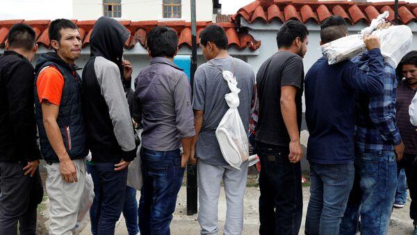 Los migrantes deportados por EEUU en Guatemala - Sputnik Mundo