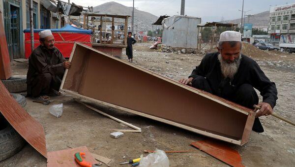 Fabricación de ataúdes en Afganistán - Sputnik Mundo