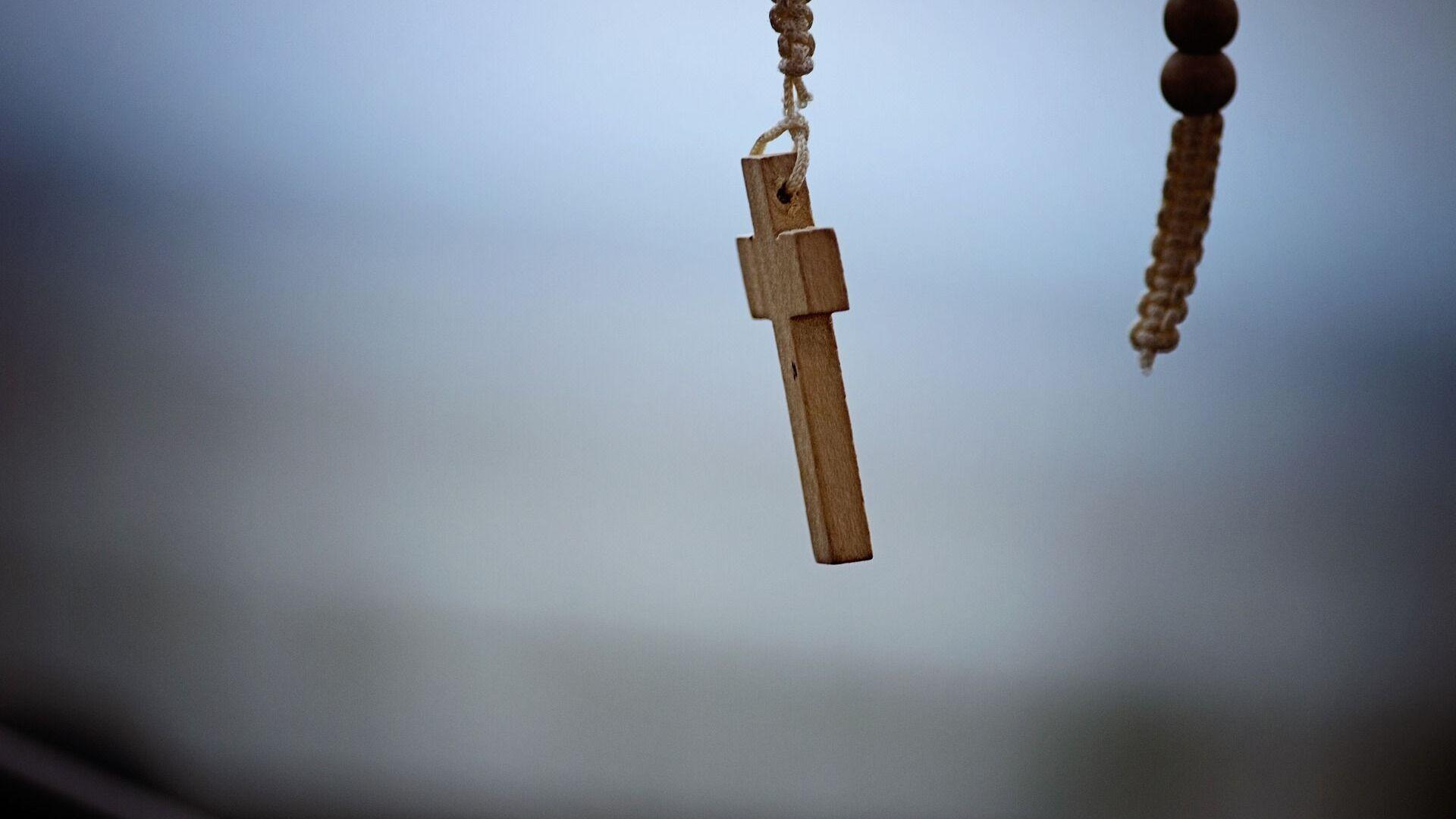 Una cruz católica (imagen referencial) - Sputnik Mundo, 1920, 13.10.2021