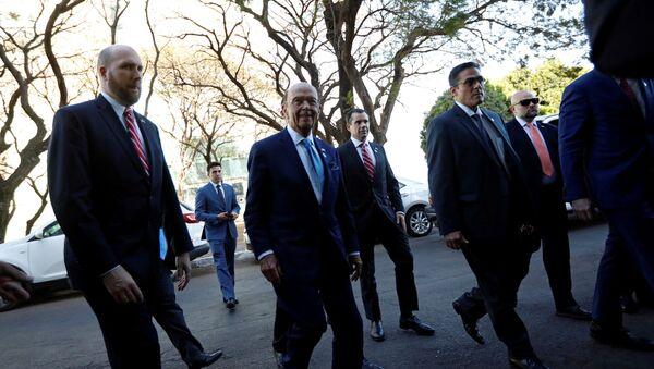 El secretario de Comercio de EEUU, Wilbur Ross, llegando a Brasilia - Sputnik Mundo