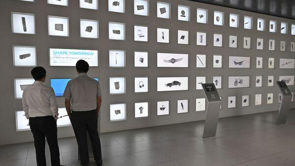Muestras de los equipos electronicos de la empresa surcoreana Samsung - Sputnik Mundo